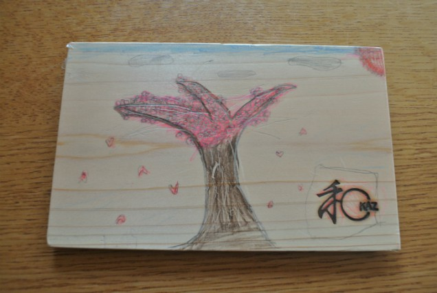 s木のお皿と桜の絵
