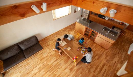 キッチンから家族の気配に安心の家